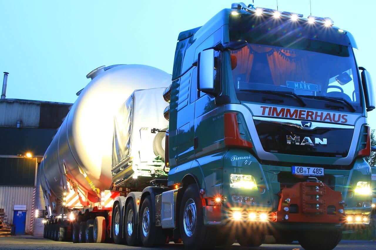 Comment le WMS optimise-t-il la gestion des réapprovisionnements en entrepôt ?